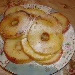 Поджаренные ломтики яблока