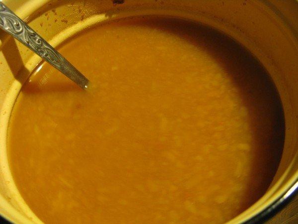 Смесь из мёда, лука, чеснока и клюквы