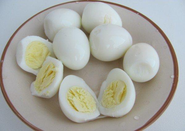 Варёные перепелиные яйца