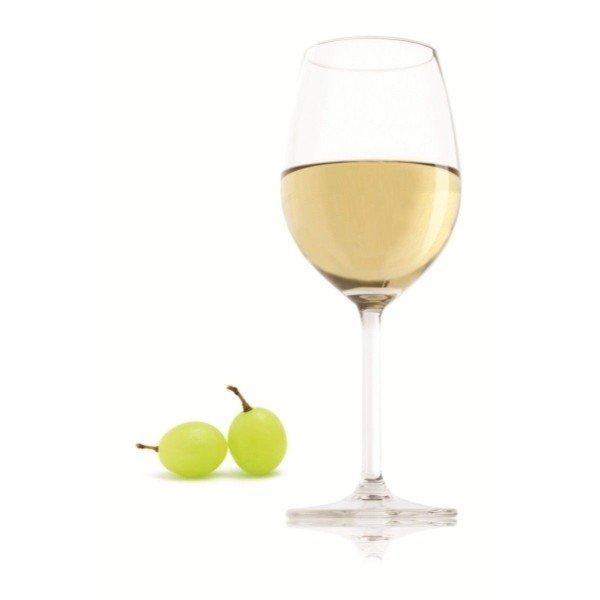 Белое вино в стакане