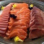Мясо и рыба на подносе