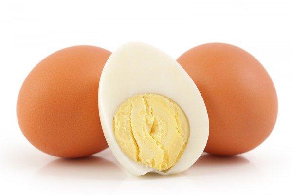 Половина сваренного куриного яйца
