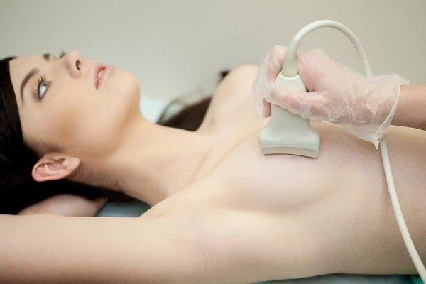 Проверка груди у маммолога с помощью УЗИ