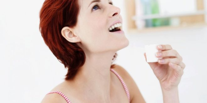 чем полоскать зубы при запахе изо рта