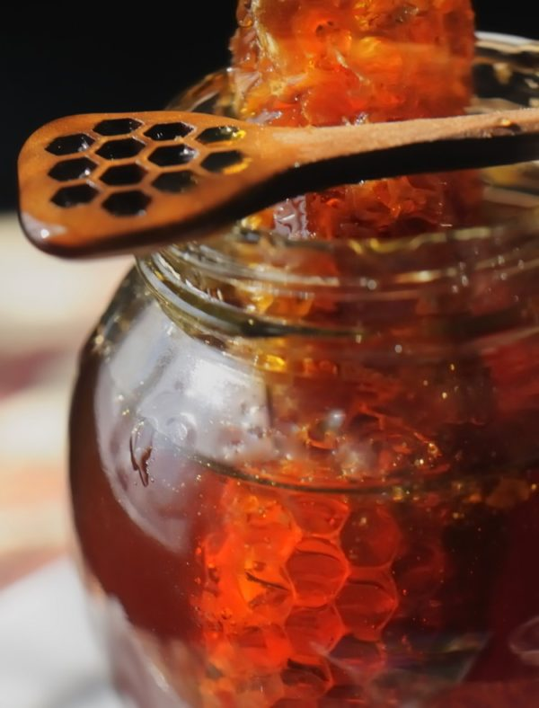 Мёд с сотами в банке