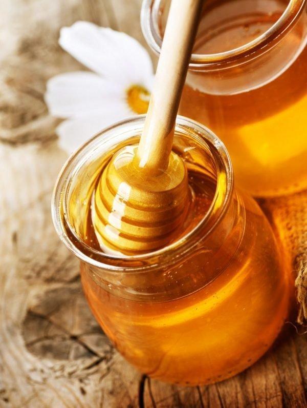 Мёд в банках и ложка для него