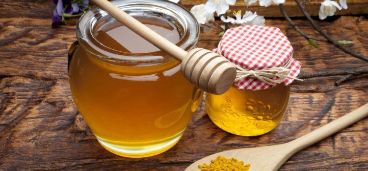 Мёд в банках и ложки