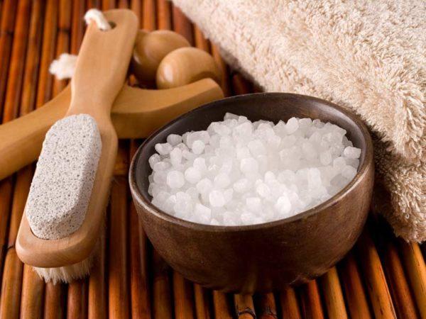 Морская соль и банные приспособления