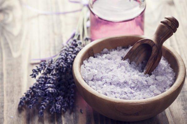 Лаванда и цветная соль для ванн