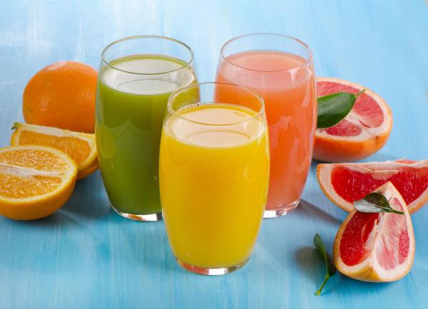 Соки и апельсины с грейпфрутами