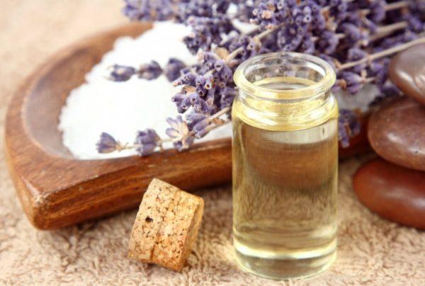 Эфирное масло лаванды и морская соль