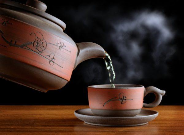 Чайник, чашка, чай