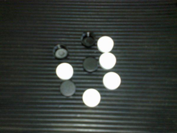 Активированный уголь, чёрный и белый