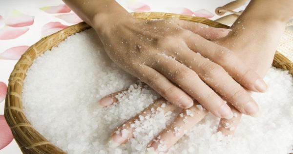 Лечение рук солью