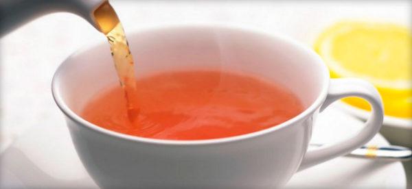 Чашка с золотистым напитком