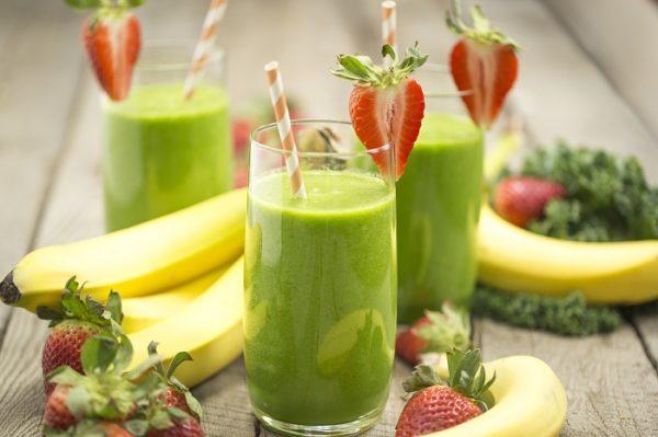 Напиток из спирулины и фрукты