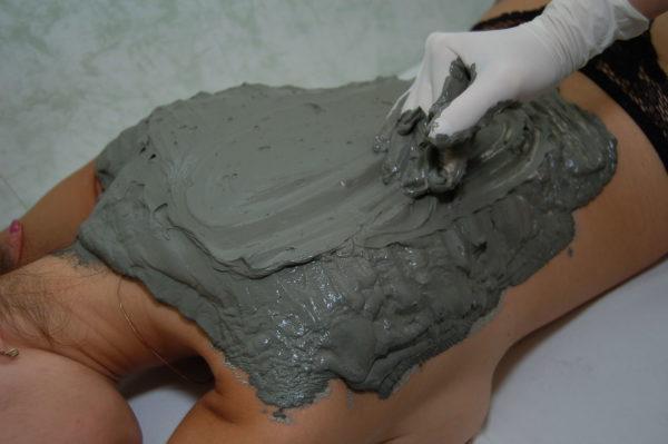 Глиняная аппликация на спину