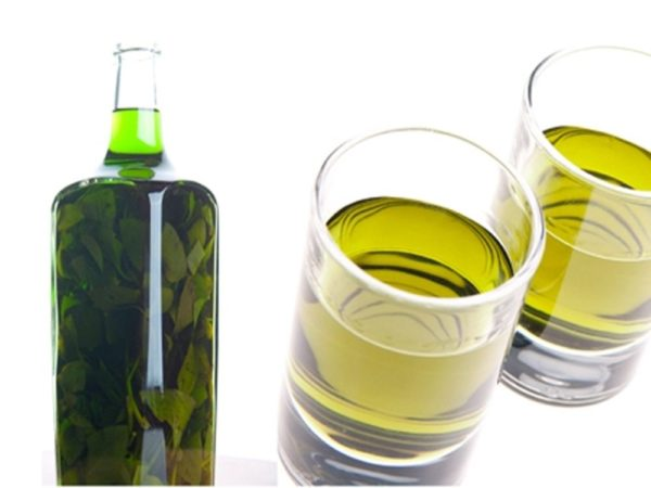 Настойка расторопши в бутылке и стаканах