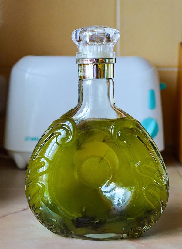 Настойка цмина в красивой бутылке