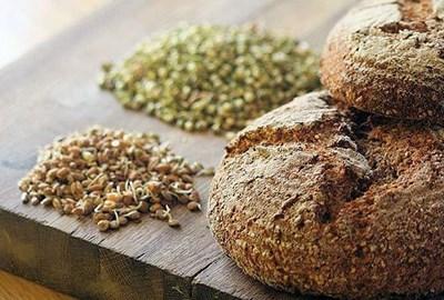 Проросшая пшеница и хлеб
