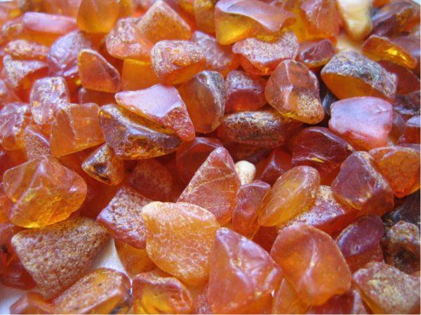 Необработанные камешки янтаря