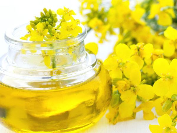 Масло в банке и цветы