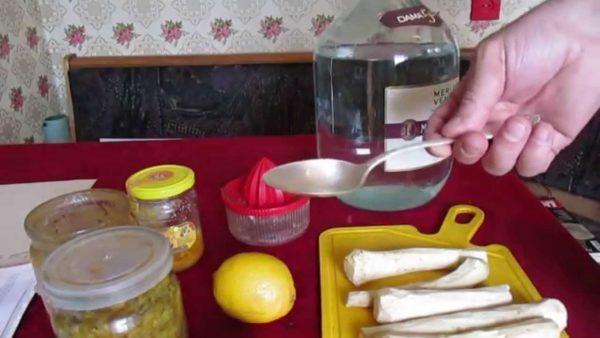 Ингредиенты для настойки из хрена, мёда и лимона