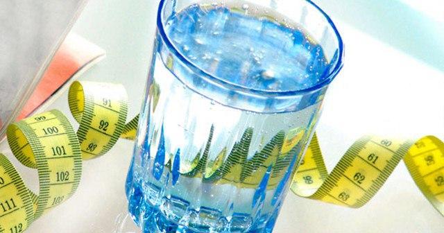 Почему вода способствует похудению.